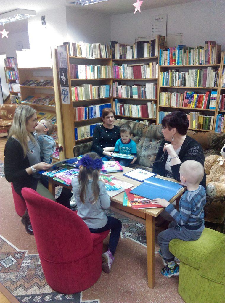 Wizyta przedszkolaków w bibliotece miejskiej