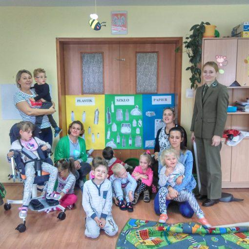 Sprzątanie Świata w przedszkolu – spotkanie z pracownikiem Nadleśnictwa