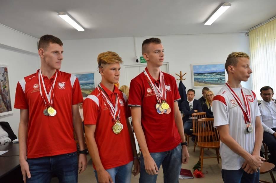 Uczniowe SOSW w Sławnie docenieni za medalowe osiągnięcia
