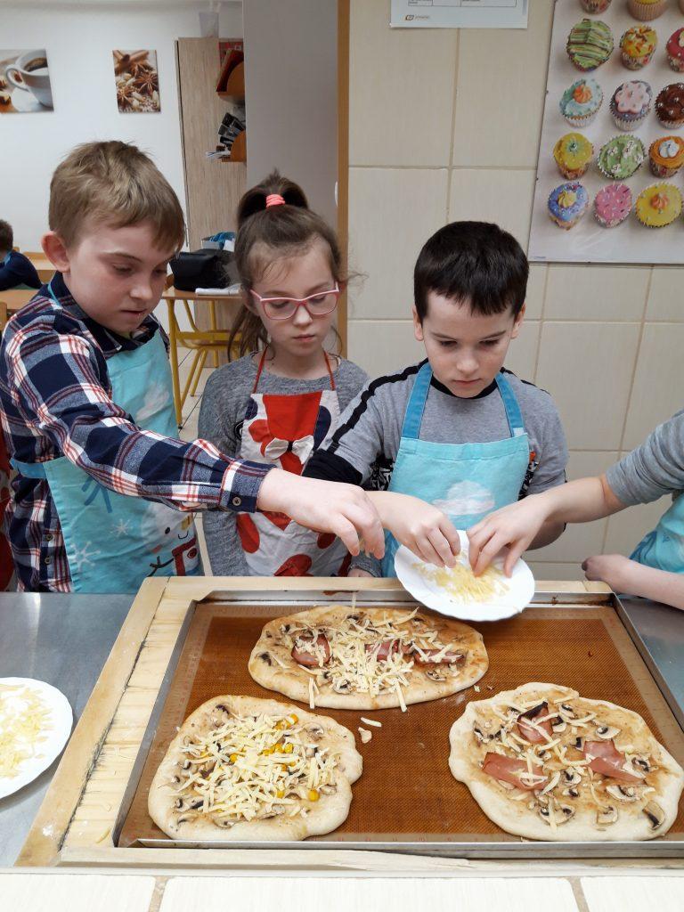 Warsztaty kulinarne – pieczenie pizzy
